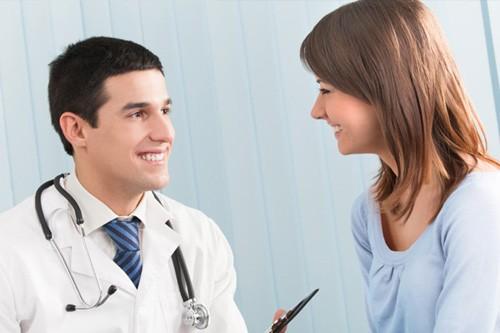 Chị em cần đến cơ sở chuyên khoa để thăm khám phụ khoa định kỳ để sớm phát hiện những dấu hiệu bất thường
