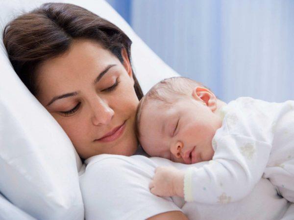 Ung thư không lây từ mẹ sang con nhưng các gen đột biến gây ung thư có thể di truyền sang con cái, làm tăng nguy cơ mắc ung thư ở tuổi trưởng thành