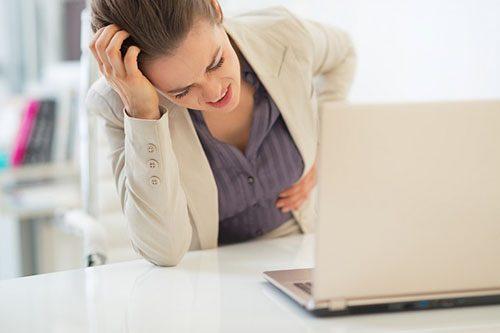 Thường xuyên đau bụng, khó nuốt, buồn nôn... là những triệu chứng thường gặp khi bệnh tiến triển giai đoạn nặng