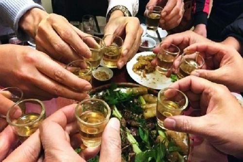 Người bệnh ung thư dạ dày cũng cần kiêng rượu bia, thuốc lá...