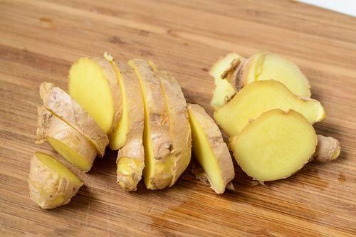 Gừng được ví như một loại thảo dược rất tốt cho sức khỏe bởi gừng chứa chất chống viêm giúp tiêu diệt tế bào ung thư.