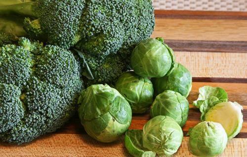 Các loại rau họ cải như súp lơ, bắp cải, rau bina... giúp cung cấp cho cơ thể nhiều chất dinh dưỡng