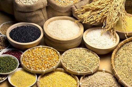 Các loại ngũ cốc cung cấp lượng chất xơ dồi dào tốt cho sức khỏe và ngăn ngừa bệnh ung thư đại tràng.