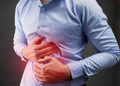 Thông thường khi bị ung thư đại tràng, người bệnh sẽ có các triệu chứng rối loạn tiêu hóa, đau bụng, đại tiện ra máu...