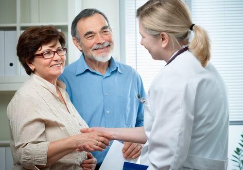Người bệnh cần tin tưởng vào bác sĩ, yên tâm chữa trị sẽ giúp cải thiện sớm sức khỏe