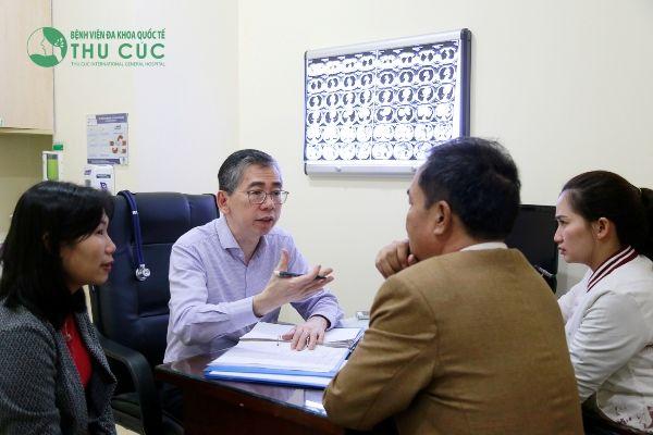 Với ung thư vòm họng, người bệnh sẽ được tư vấn điều trị với TS. BS Lim Hong Liang đang công tác tại bệnh viện Thu Cúc