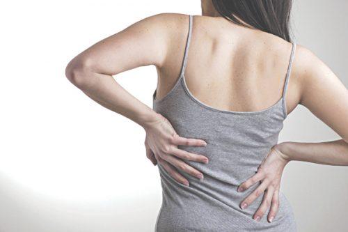 Vặn lưng khi mỏi sẽ tăng khối lượng, làm giảm áp lực trong khớp
