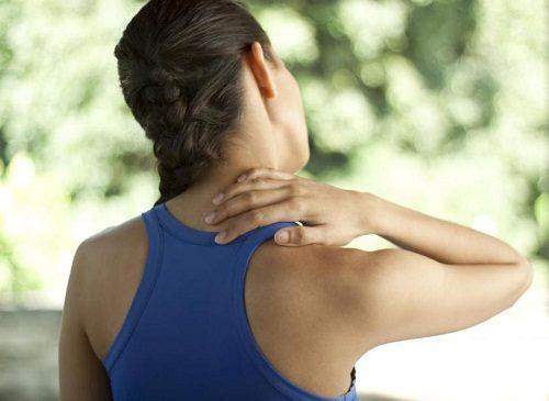 Viêm cơ cổ gây đau nhức và cứng cơ ở vùng cổ, vai, gáy
