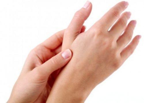 Viêm cơ ngón tay cái gây đau nhức mỏi nhiều khi vận động