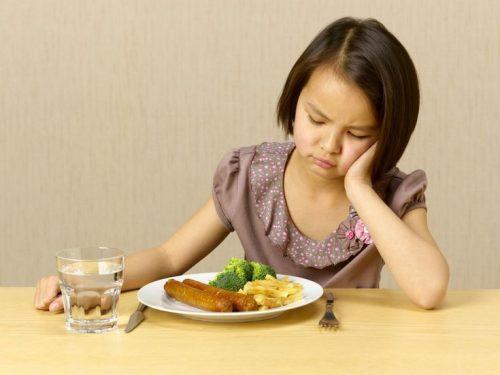 Không ăn đủ chất dinh dưỡng có thể gây viêm cơ ngón tay