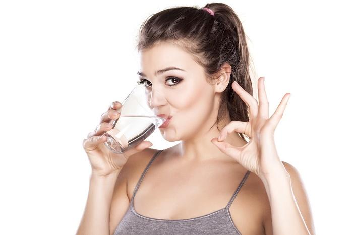 Uống nhiều nước để đẩy các loại vi khuẩn ra ngoài.