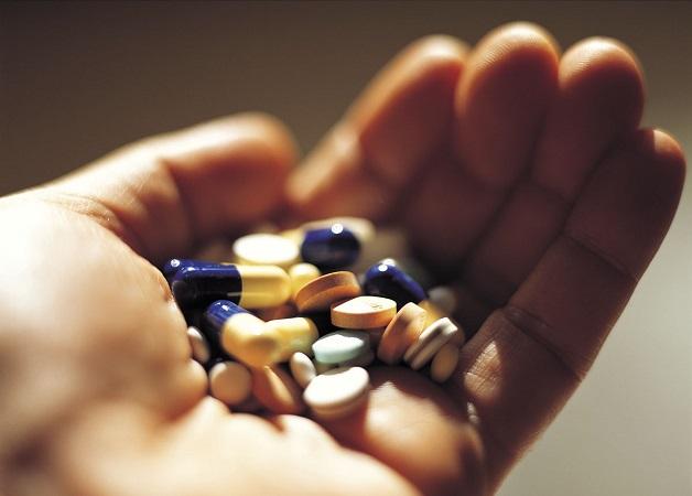 Sử dụng thuốc là cách phổ biến điều trị viêm gan C
