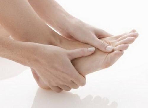 Viêm gân khớp gối gây tê ngón chân