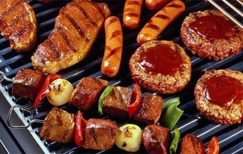 Khi bị loét dạ dày tá tràng cần kiêng ăn những thực phẩm nhiều dầu mỡ, chế biến sẵn