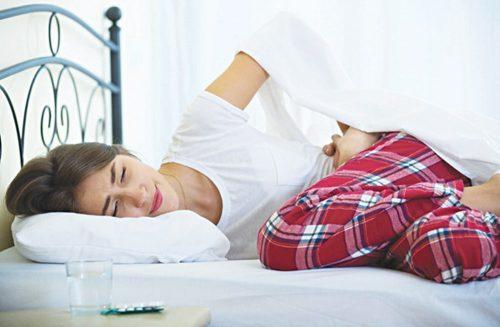 Viêm phúc mạc tiên phát là tình trạng nhiễm khuẩn phúc mạc có nguồn gốc từ nhiễm khuẩn ngược dòng từ loa vòi trứng, đường máu hoặc đường bạch huyết.