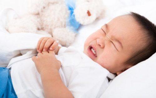 Đau bụng, sốt... là những dấu hiệu thường gặp ở trẻ em khi bị viêm ruột thừa
