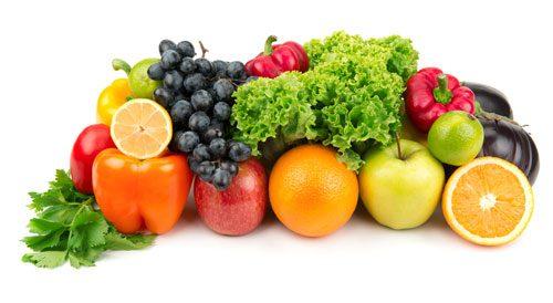 Người bệnh được tư vấn điều chỉnh lại chế độ ăn uống khoa học: uống nhiều nước, ăn nhiều rau xanh và trái cây nhằm giảm tình trạng táo bón