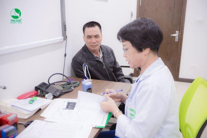 Để chẩn đoán vô sinh nam các bác sĩ sẽ tiến hành khám tổng quát và xét nghiệm tinh dịch