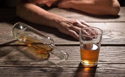 Uống nhiều rượu là một trong những nguyên nhân gây ra tình trạng xuất huyết ở dạ dày, nguy hiểm