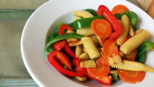 Nên ăn các thực phẩm ít chất xơ như rau củ non, quả chín.