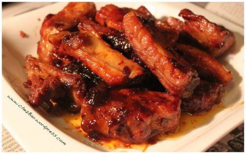 Khi bị xuất huyết tiêu hóa, bệnh nhân không nên ăn các loại thức ăn dai cứng như xương sườn, thịt có gân, sụn,…