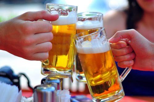 Khi bị xuất huyết tiêu hóa nên nói không với rượu bia, nước có ga, trà đặc, cà phê...