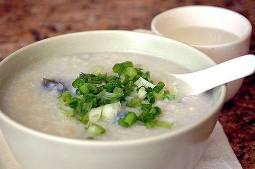 Người xuất huyết tiêu hóa nên ăn các món ăn mềm, lỏng, dễ tiêu hóa như cháo, soup, canh hầm nhừ...