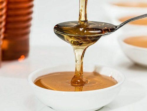 Các loại thực phẩm có tác dụng giảm tiết axit dịch vị như đường, mật ong, bánh quy, dầu thực vật,… có lợi cho người xuất huyết tiêu hóa.