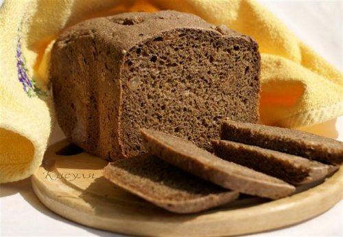 Bánh mỳ đen rất tốt cho người bệnh xuất huyết tiêu hóa.