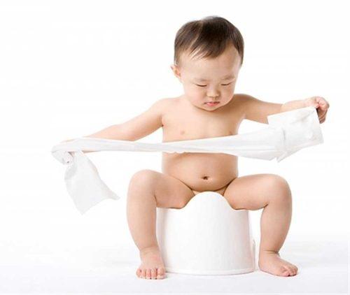 Khi nhận thấy các triệu chứng xuất huyết dạ dày ở trẻ sơ sinh nêu trên, cha mẹ cần nhanh chóng đưa trẻ đến bệnh viện càng sớm càng tốt.