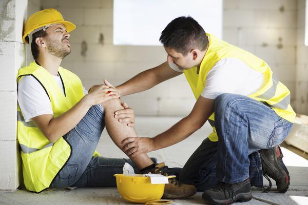 Va đập do tai nạn giao thông hay tai nạn nghề nghiệp là nguyên nhân gây gãy xương mác
