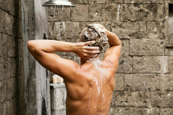 Vệ sinh vùng kín sạch sẽ, tắm rửa thường xuyên là biện pháp phòng ngừa tình trạng ngứa ở vùng kín hiệu quả