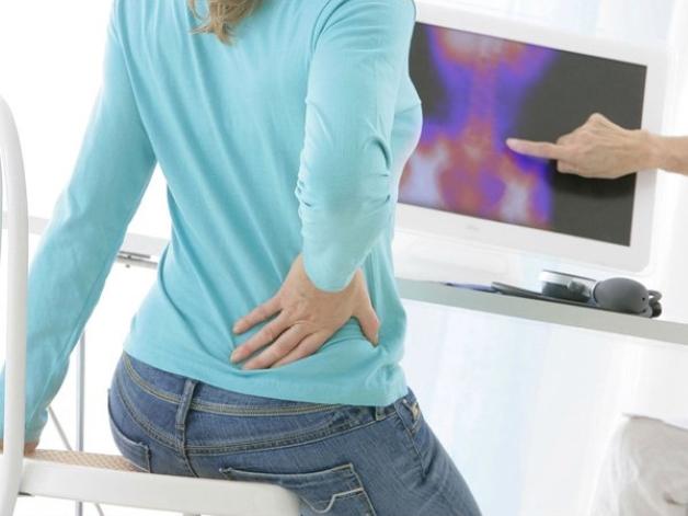 Đau bụng dưới phía bên phải là triệu chứng sỏi thận khi mang thai