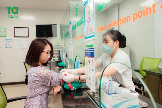 Xét nghiệm máu được thực hiện để hỗ trợ tìm ra nguyên nhân bệnh và có phương pháp điều trị phù hợp