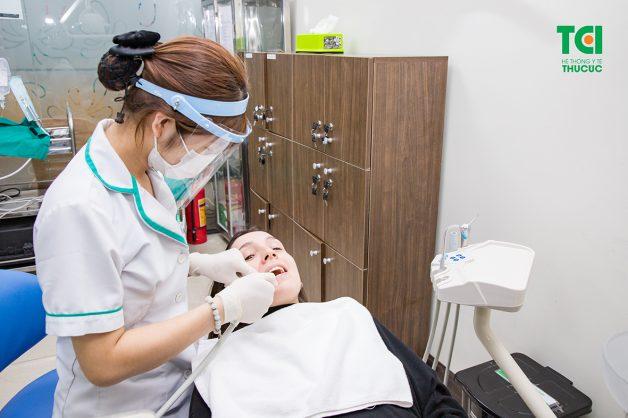 nhổ răng thừa