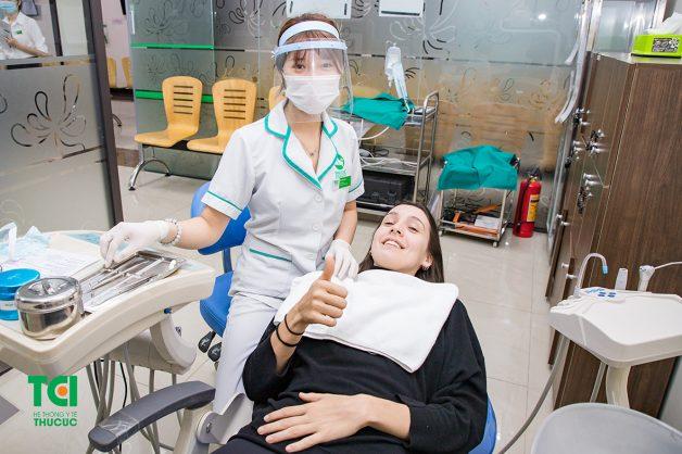 Bạn cần tái khám răng miệng tối thiểu 6 tháng/lần để kiểm tra tình trạng răng sứ cũng như sức khoẻ răng miệng tổng quan