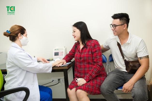 Thăm khám bác sĩ để biết thai 9 tuần siêu âm bụng hay đầu dò