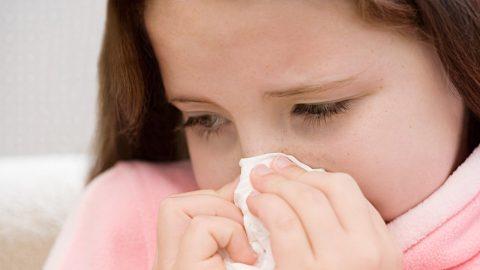 Bố mẹ cần phải làm gì khi em bé bị viêm xoang mũi?