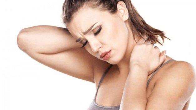 Bệnh đau nửa đầu sau gáy bên phải là dấu hiệu của thoát vị đĩa đệm cột sống cổ