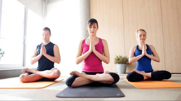 Người bệnh thoái hóa khớp có nên tập yoga?