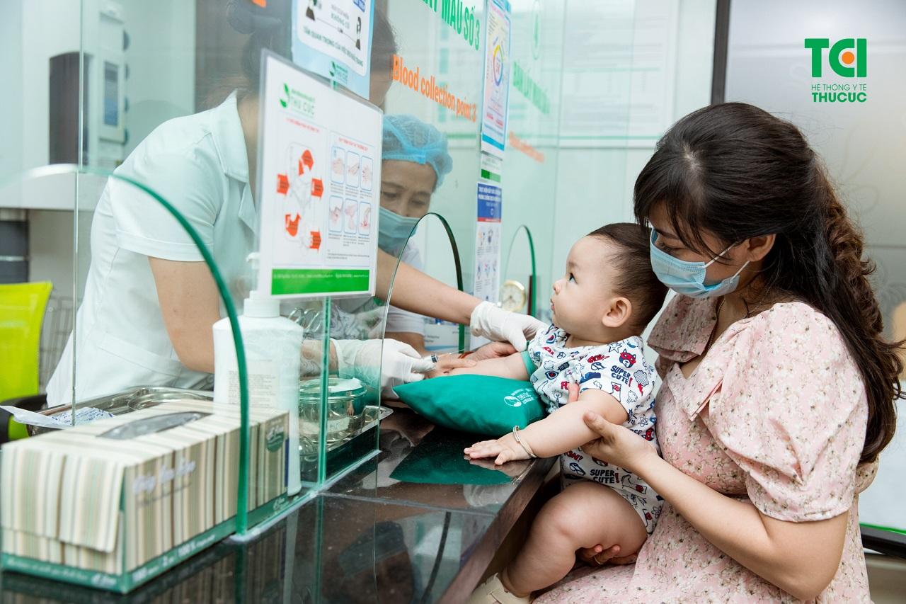 Khi trẻ bị thiếu máu dinh dưỡng, hãy chủ động đưa trẻ đi thăm khám, tìm ra nguyên nhân và điều trị hiệu quả