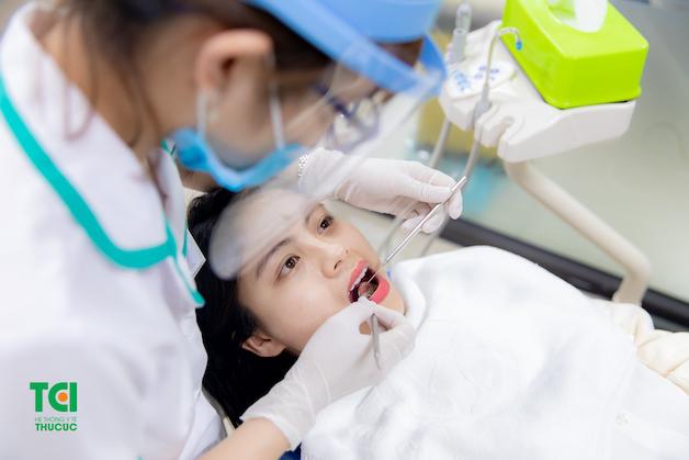 Khám răng định kỳ cũng là cách ngăn ngừa những cơn đau răng không mong muốn.
