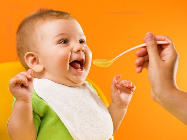 Bố mẹ hãy để giờ ăn của trẻ trở nên vui vẻ hơn