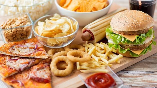 Chế độ ăn cho người điều trị ung thư vú - thức ăn nhanh