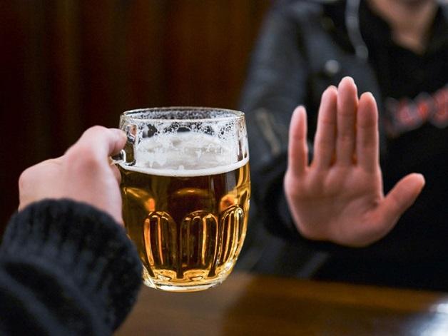 Chế độ ăn cho người điều trị ung thư vú - bia rượu