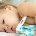 Mách cha mẹ cách phân biệt trẻ bị sốt khi mọc răng với sốt thông thường