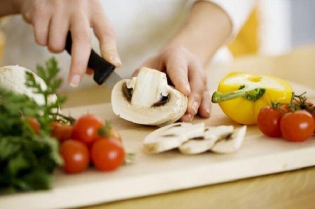 Sau khi mổ u vú vẫn có thể tái phát trở lại nếu chế độ ăn uống của người bệnh không khoa học