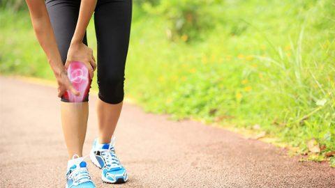 Người bị bệnh thoái hóa khớp gối có nên đi bộ không?