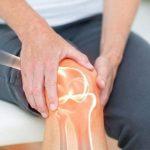 Người mắc viêm khớp gối có nên đi bộ không?
