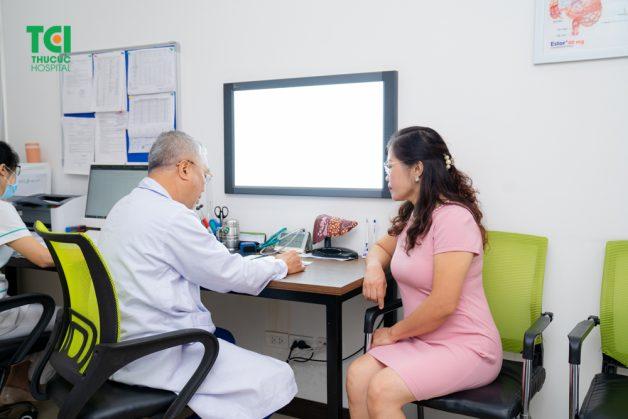 Phác đồ điều trị viêm khớp gối xây dựng trên nguyên tắc nào?